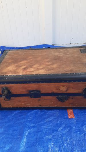 Nice O/G China Treasures chest Antique. for Sale in Los Angeles, CA