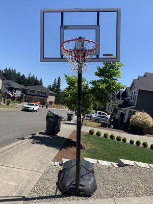 Basketball hoop for Sale in Bonney Lake, WA