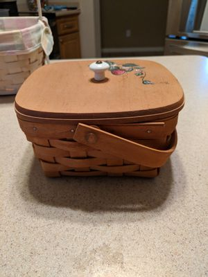 Small Longaberger Basket with Lid for Sale in Cape Coral, FL