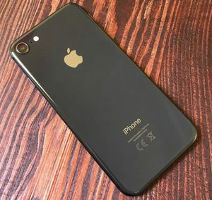 New condition iPhone 8 64GB Gold T-Mobile Metro Mint and Simple Mobile for Sale in Los Angeles, CA