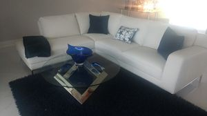 White leather secataniol couch for Sale in Boynton Beach, FL