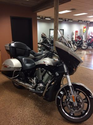 2014 Victory Cross Country Tour , Goldrush/Black color for Sale in Dallas, TX