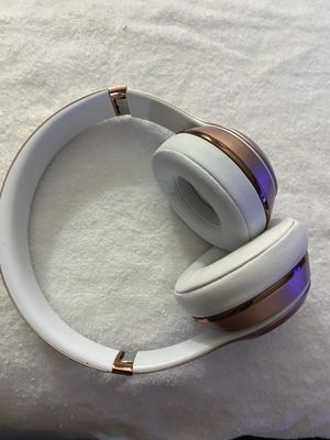 Beats solo3 rose gold for Sale in Cranford, NJ