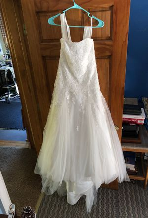 David's Bridal Wedding Dress Size 4 for Sale in Charlton, MA