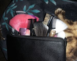 Makeup Brushes and Makeup Bag for Sale in Dallas, TX