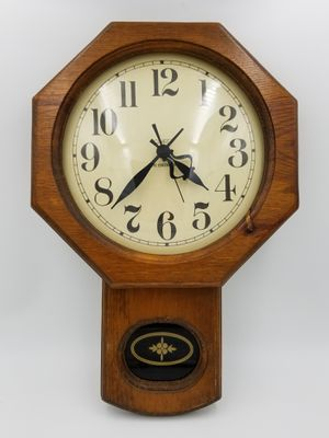 Quartz Eye Encounter Wall Clock for Sale in Sumner, WA