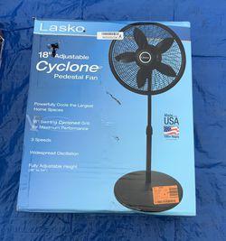 LASKO 18inch Adjustable Pedestal Fan for Sale in Chula Vista,  CA