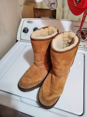 Ladies size 10 w Ugg boots for Sale in Nashville, TN