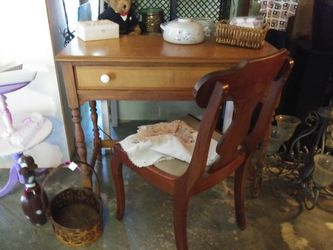 Very Nice Vintage Maple Desk. Chair Is 20.00 More for Sale in Pinellas Park,  FL