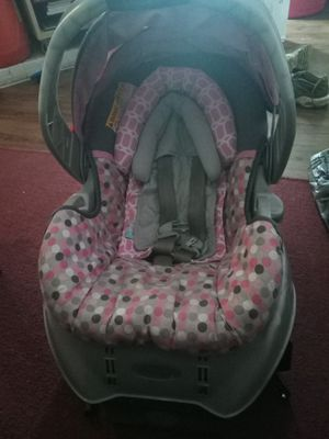 GIRL CAR SEAT AND BASE 30$ for Sale in Houston, TX