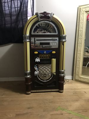 Spirit of St.Louis juke box with Bluetooth for Sale in El Monte, CA