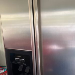 Fully Functioning Kitchen Aid Refrigerator for Sale in Modesto, CA