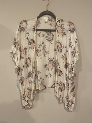Forever 21 flowy floral kimono robe top for Sale in Silver Spring, MD