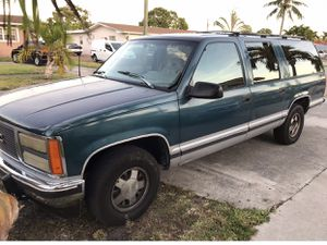 1995 GMC Suburban parting out rebuilt engine and transmission lots of new parts for Sale in Hialeah, FL