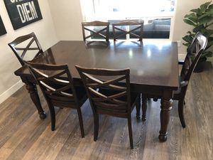 Dinning room table and chairs for Sale in Clovis, CA
