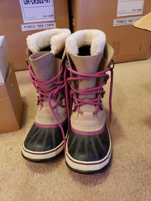 SOREL Winter Caribou Boots Tan Purple Size 7 for Sale in Englewood, CO