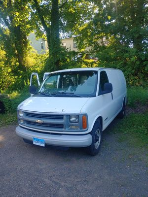 2002 Chevy Express 2500 BLOWN MOTOR for Sale in Meriden, CT