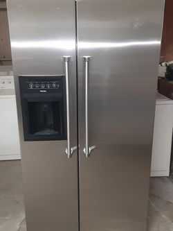 Refrigerator Viking good Condition 3 Months warranty Delivery And Install for Sale in Castro Valley,  CA