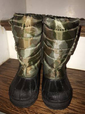 Kids snow/rain boots size 1 for Sale in Spartanburg, SC