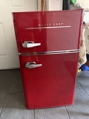Magic chef mini fridge for Sale in Auburn, WA