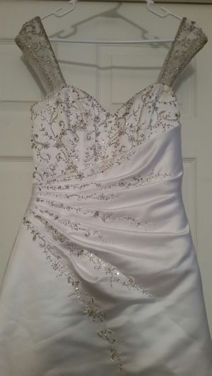 Wedding Dress By Raylia Designs Veil Included for Sale in Pembroke Pines, FL