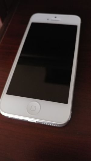 Iphone 5 16gb mint condition $200/obo for Sale in Severn, MD