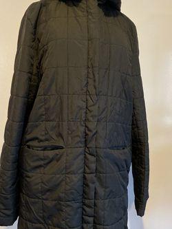 Lovis Vuitton Lightweight Long Puffer Jacket with hood,Size XL for Sale in Arlington,  WA