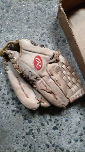 Baseball glove for Sale in Ansonia, CT
