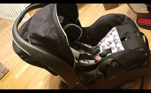 Evenflo Infant car seat with base plus free (2 new books , and one cute and new elephant changing pad cover ) for Sale in Beltsville, MD