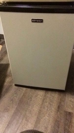 Emerson 2.7 Cu. Ft. Compact Refridgerator for Sale in Pittsburgh, PA