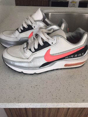 Nike Air Max Shoes (Women or Youth) for Sale in Chicago, IL