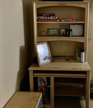 Wood computer desk with book shelved for Sale in Suisun City, CA