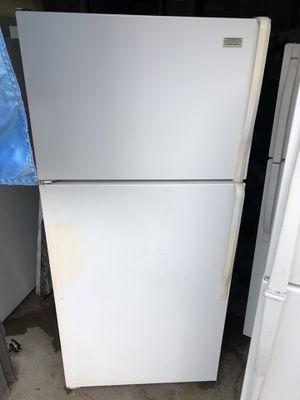 Roper by Whirlpool White 16.0 cu ft fridge/freezer for Sale in Sumner, WA