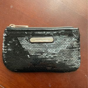 Michael Kors Coin Purse - Authentic Used for Sale in Forest Park, IL