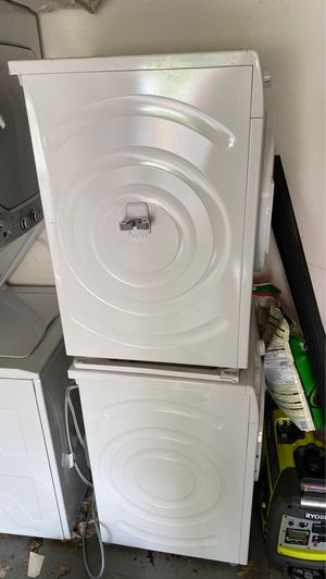Bosch 300 series washer and dryer for Sale in Springfield, VA