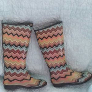 Rain boots size 6 for Sale in Milton, FL