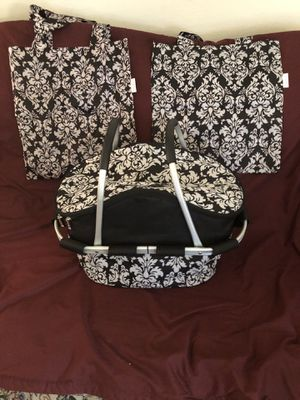 KLASSY PIC NIC BASKET INSULATED ALONG WITH 2 MATCHING CARRY BAGS for Sale in Castro Valley, CA
