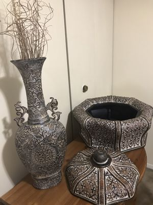 """Still available 2 contemporary decor 24"""" vase free sticks and 24"""" large storage bin pick up in Gaithersburg md20877 for Sale in Gaithersburg, MD"""