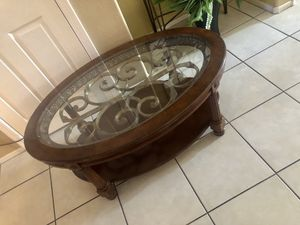 Coffee table for Sale in Tolleson, AZ
