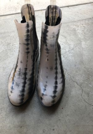 Rain boots almost new size 7 for Sale in Ladera Ranch, CA