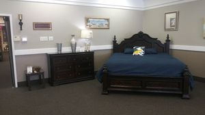 New King 5 Piece Bedroom Set for Sale in West Columbia, SC