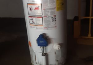 40 gal water heater for Sale in St. Louis, MO