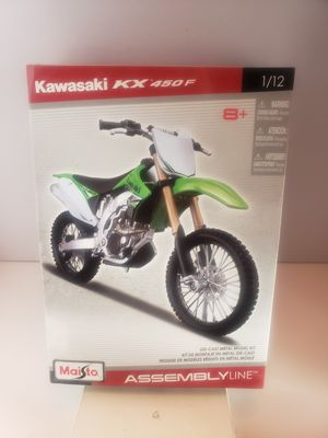 Maisto 1:12 KAWASAKI KX 450F Motorcycle Assembly Line Metal Model Kit toy new selling for only $20 for Sale in Long Beach, CA
