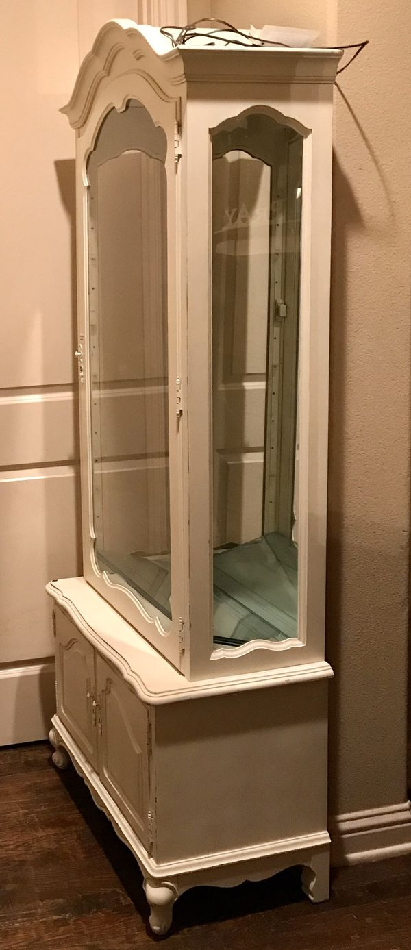 SHABBY CHIC MIRRORED HUTCH WITH LIGHTING
