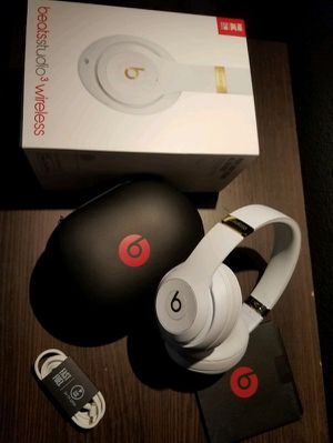 Beats by Dre studio wireless 3 for Sale in Dundalk, MD