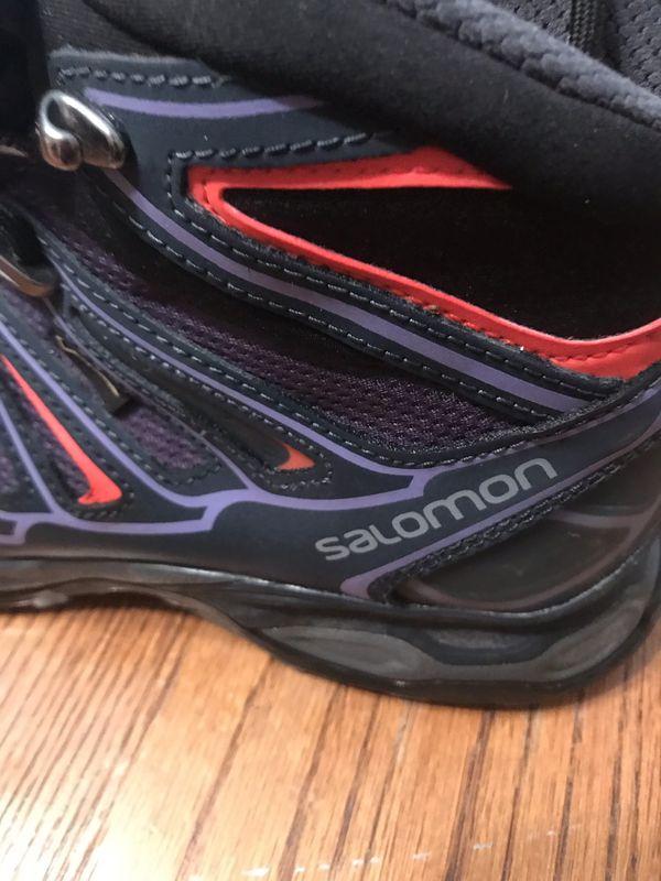 Women's 9 Gortex Salomon hiking boots