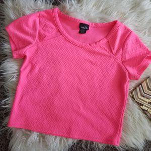 Rue21 hot pink croptop for Sale in Pennsauken Township, NJ