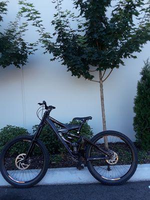 "Downhill mountain bike giant faith 2 freeride 17"" for Sale in Edgewood, WA"