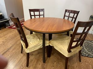 Dining room table and chairs for Sale in Strongsville, OH
