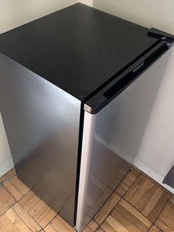 Frigidaire Mini Fridge ~6-7month old for Sale in Daly City,  CA